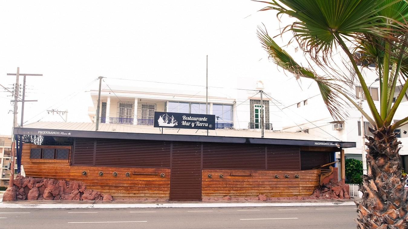 ecuador-salinas-barco-restaurante