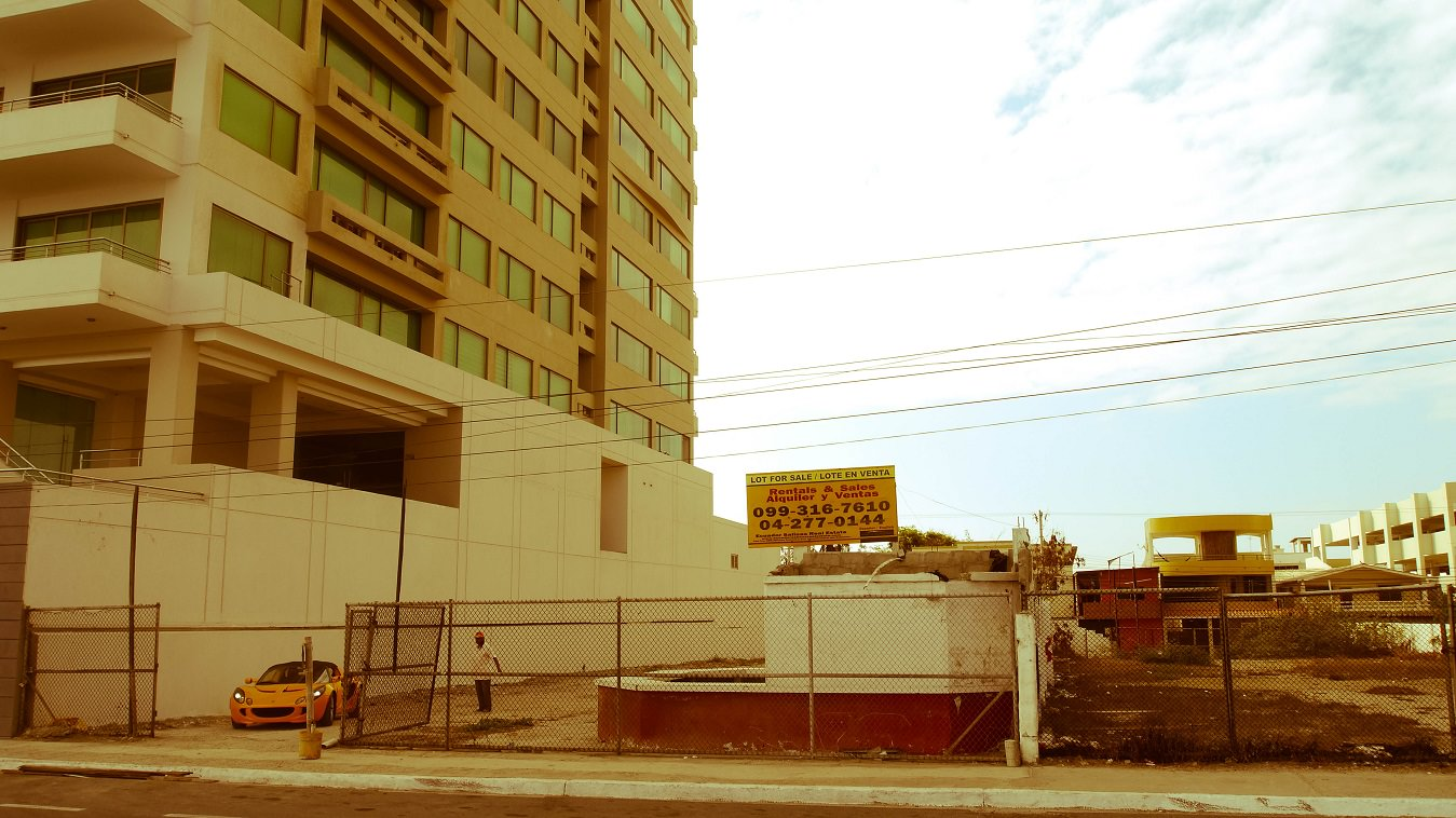 ecuador-salinas-hotel-estacionamiento