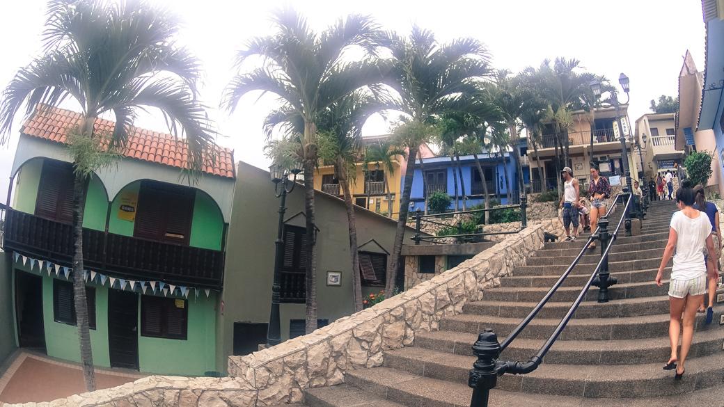 ecuador-guayaquil-cerro-santa-ana-casas