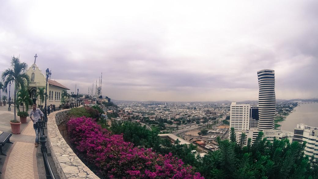 ecuador-guayaquil-cerro-santa-ana-vista