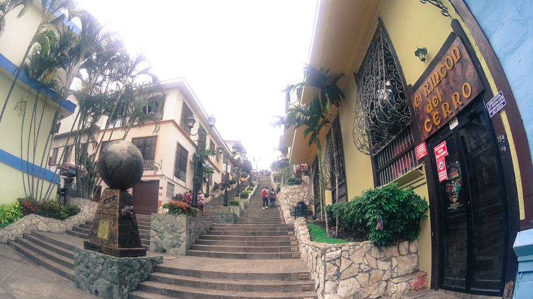 ecuador-guayaquil-cerro-santa-ana-escalera